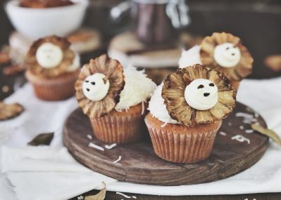 Pineapple & Coconut Lion Cupcakes with Dane McGregor